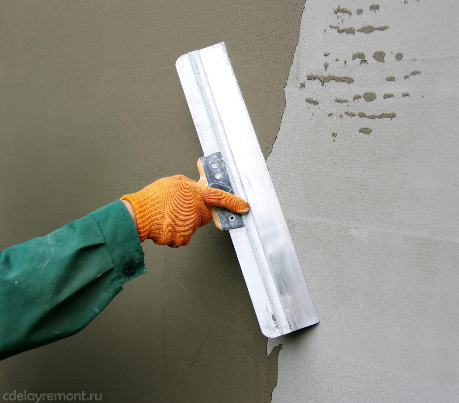 Заключительные этапы выравнивания стены штукатуркой
