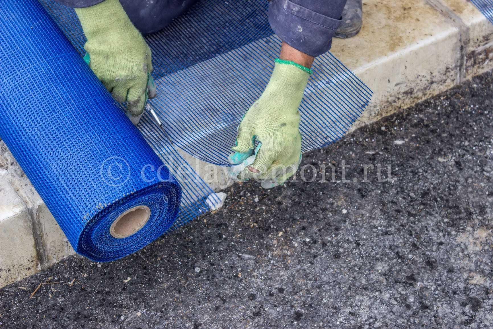Разрезаем сетку для армирования штукатурки