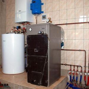 Топочная на резервном твердотопливном, чугунном котле SIME Solida 5 26 кВт и основном газовом котле Vaillant atmoTEC plus 28 кВт