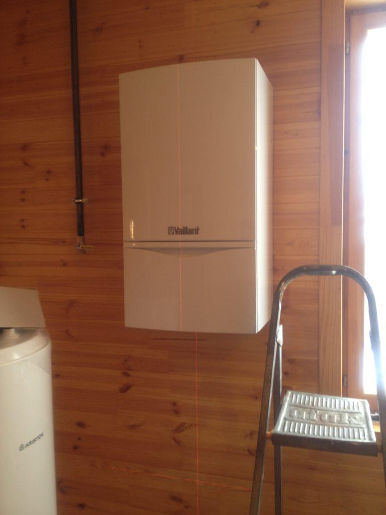 Газовое отопление деревянного дома, установка котла отопления, монтаж труб, устройство горячего водоснабжения от системы отопления в деревянном доме