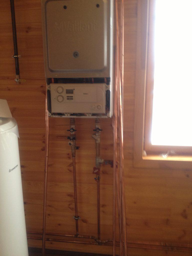 Установка газового котла, медные трубы в деревянном доме, установка насоса отопления