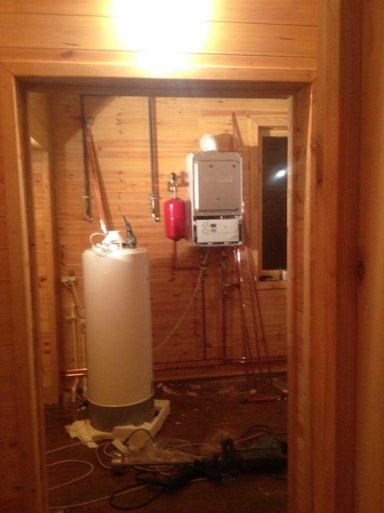 Монтаж котла отопления, установка бойлера горячей воды, отопление и водоснабжение в деревянном доме.