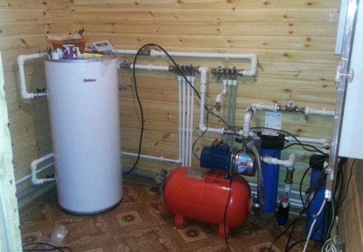 К системе водоснабжения подключаются сантехнические приборы