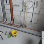 Пересечение труб отопления водоснабжения газа